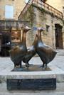 Des oies en bronze au centre de Sarlat