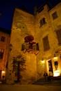 Dans la cour d'un pub de Sarlat la nuit